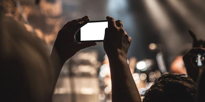 ¿Cómo ha influenciado la telefonía móvil nuestra forma de socializar?