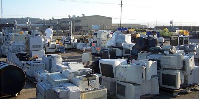 Reciclaje de aparatos tecnológicos para proteger el medio ambiente